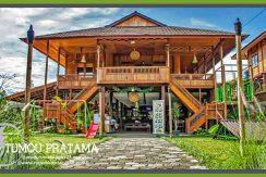 Rumah Kayu Bandung tampak depan