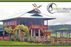 Rumah Panggung Kayu di Tondano
