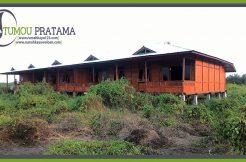 Tampak Depan Rumah Kayu di Kalimantan