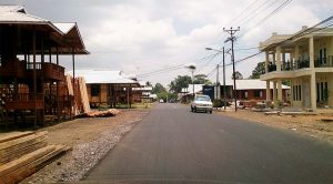 Industri Rumah Kayu Woloan sepanjang jalan tomohon tanawangko